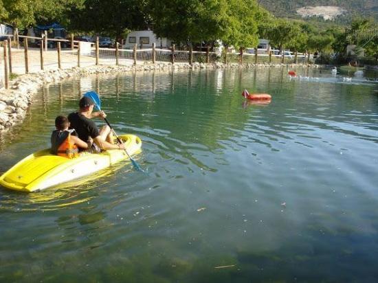 Camping las Nogueras lago
