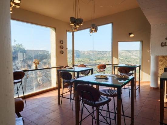 Restaurante El Buho de Letur salon con vistas