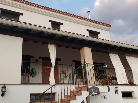Casa rural el Abuelo Luis Porche desde patio
