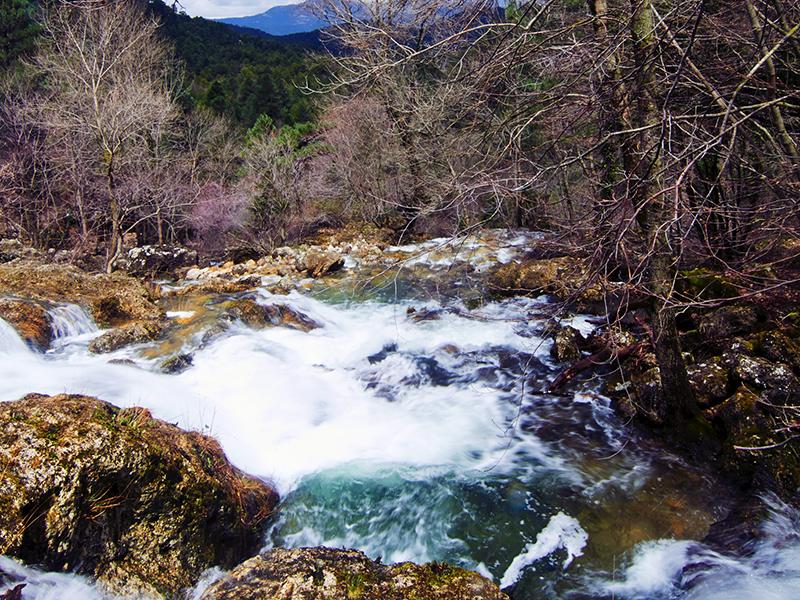 Chorros o nacimiento del río Mundo. Riópar.  Nacimiento río Mundo 2