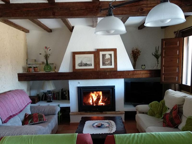 Casa rural el Abuelo Luis Comedor con chimenea