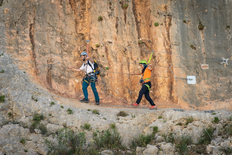 Explora Segura Actividades en la montaña
