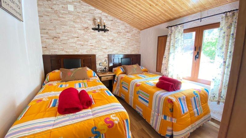 Casas rurales El Arbol de la Vida Habitacion dos camas cr el arbol de la vida