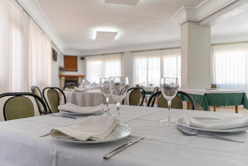 Hotel el Moreno salon interior del restaurante