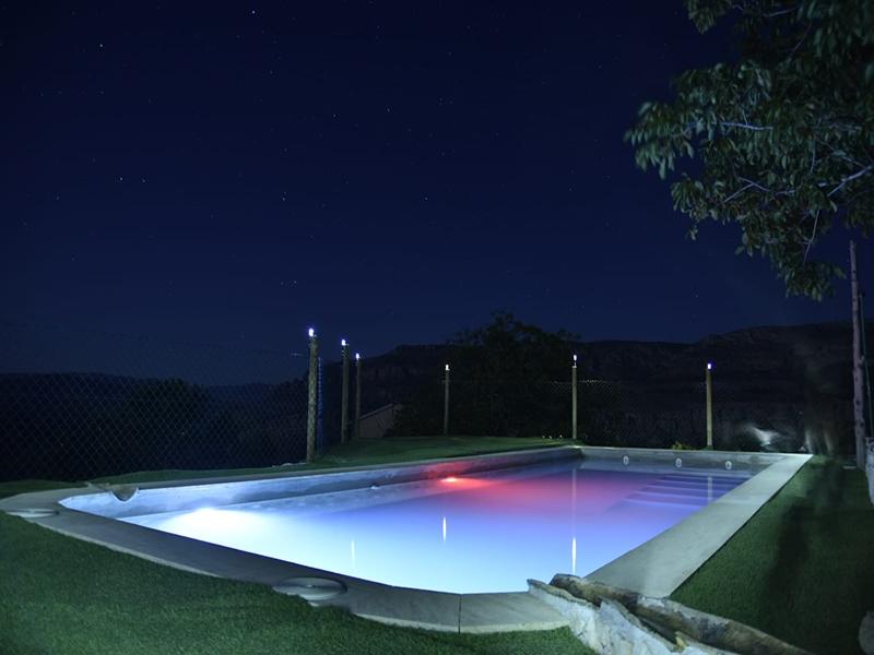 Casa rural El Callejón Piscina de noche