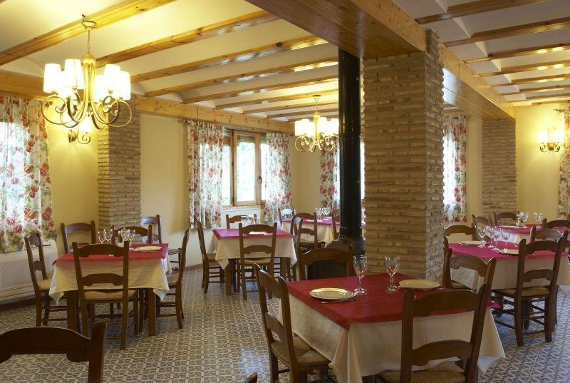 Restaurante La Artezuela interior salon restaurante