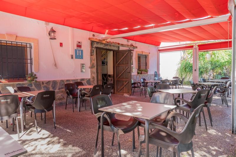 Hostal-Restaurante Venta Laminador terraza del restaurante