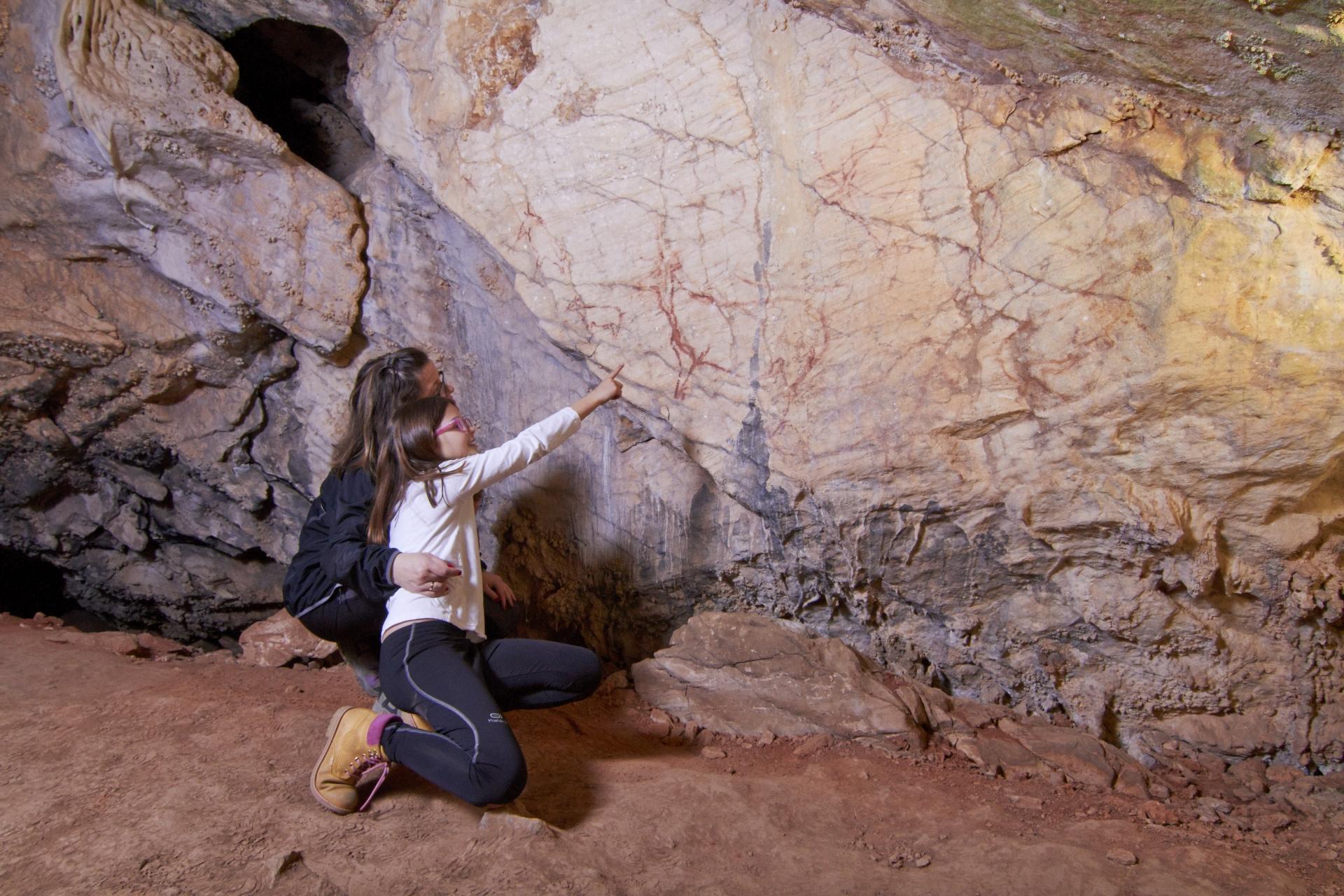 Descubre el arte rupestre en la cueva del Niño