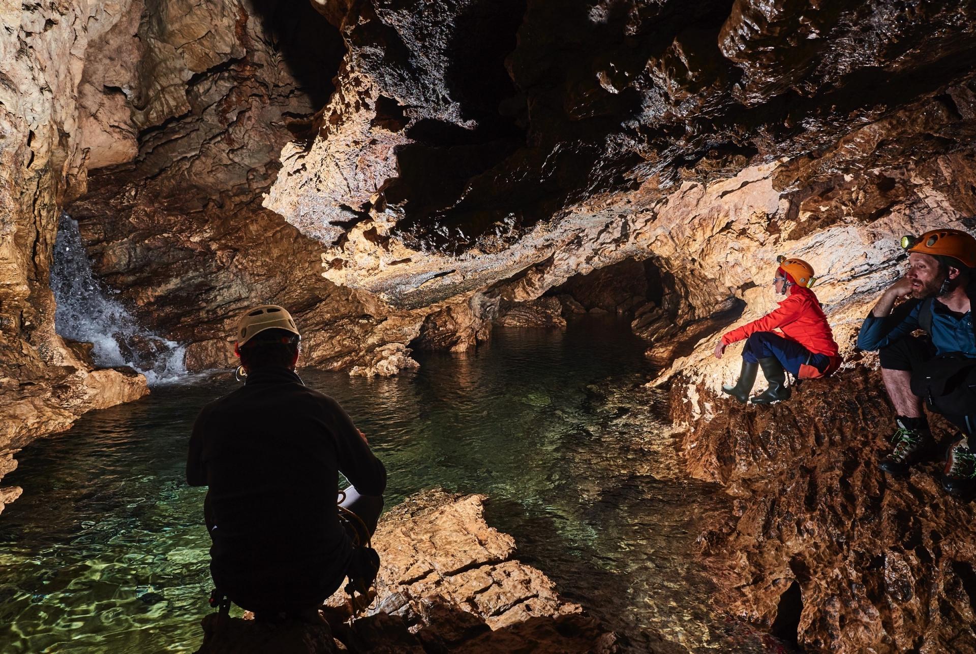 Espeleoturismo en la Cueva de los Chorros